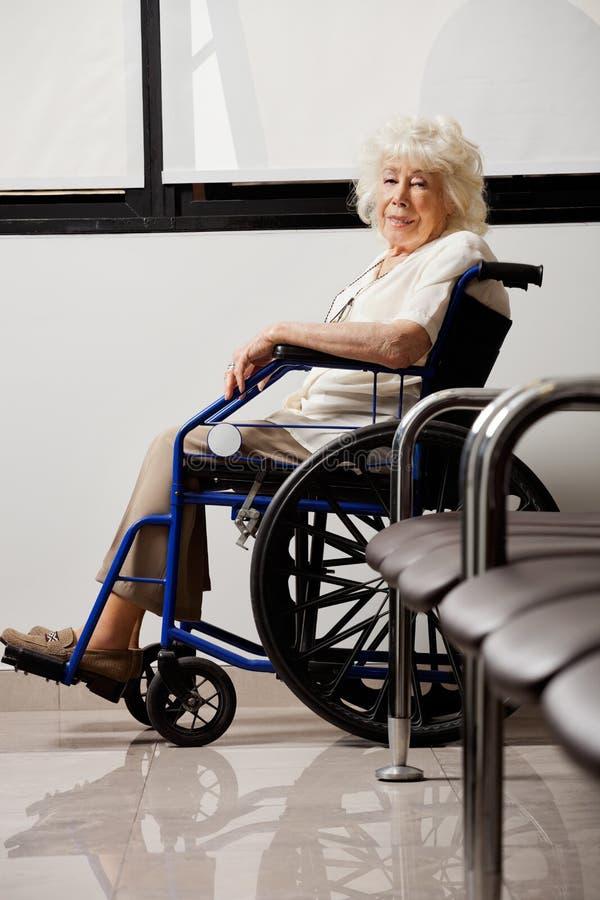 Bejaarde op Rolstoel stock foto