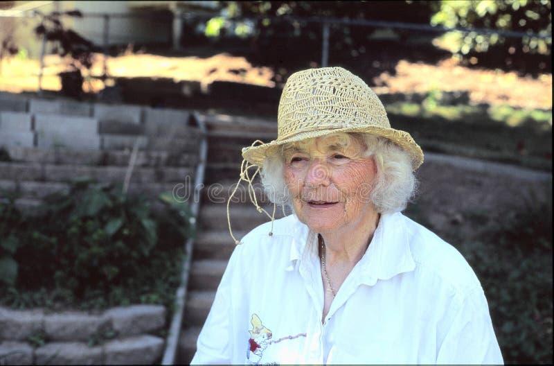 Bejaarde in openlucht royalty-vrije stock fotografie
