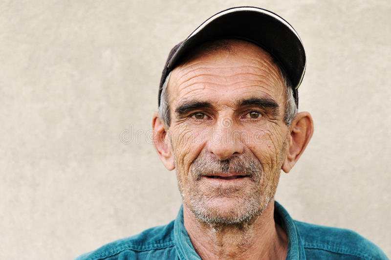 Bejaarde, oude, rijpe mens met hoed stock foto