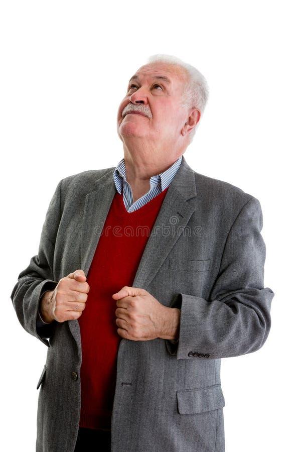 Bejaarde teruggetrokken mens status die omhoog eruit zien royalty-vrije stock afbeeldingen