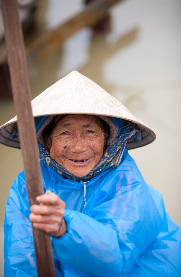 Bejaarde Vietnamese vrouw stock afbeeldingen