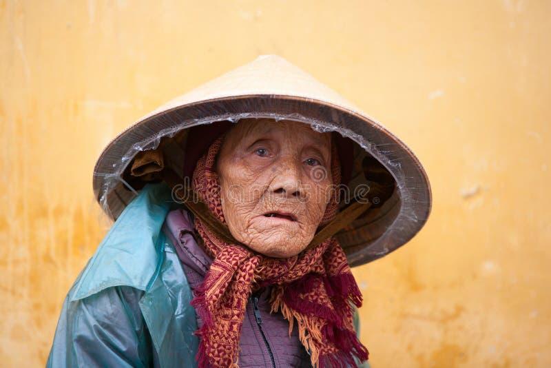 Bejaarde Vietnamese vrouw stock afbeelding