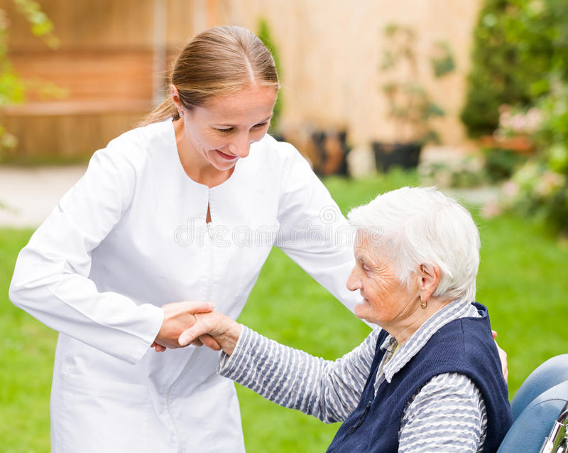 Bejaarde zorg stock afbeeldingen