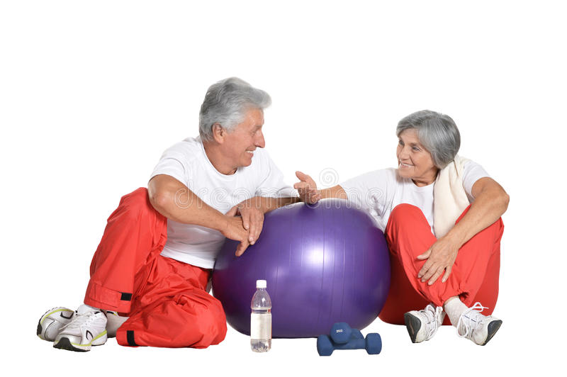 Bejaarden belast met sport op een wit royalty-vrije stock foto