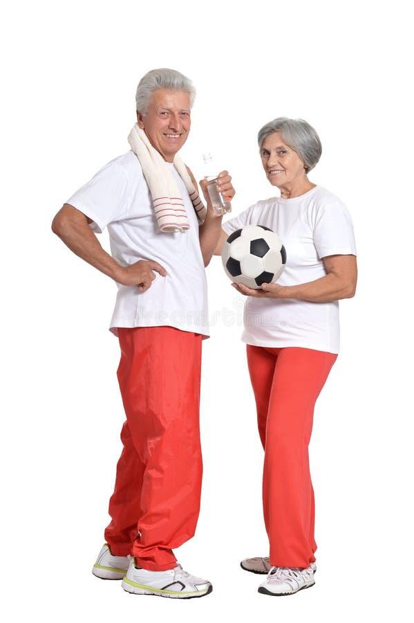 Bejaarden belast met sport op een wit royalty-vrije stock afbeeldingen