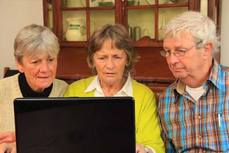 Bejaarden en Internet stock foto