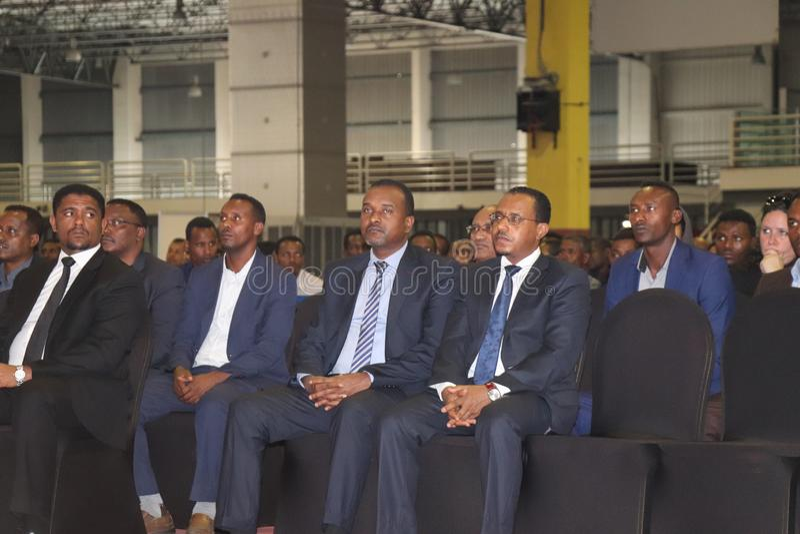 Bejiga etíope dos shimels dos oficiais, milhão mathewos, megersa do lemma que senta-se no salão do milênio de Addis Ababa Etiópia imagens de stock royalty free