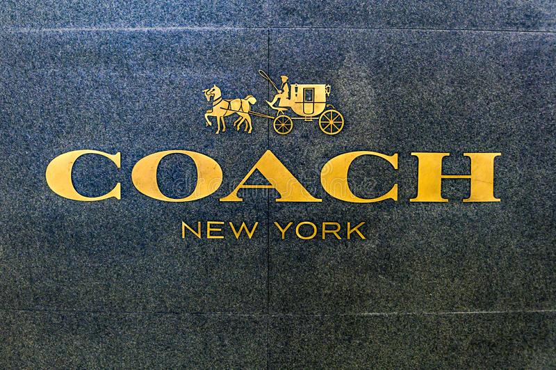 Bejing Κίνα 23 02 2019 λογότυπο καταστημάτων της Νέας Υόρκης λεωφορείων στο εμπορικό κέντρο πολυτέλειας στην καρδιά της πόλης στοκ φωτογραφία