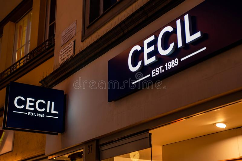 Bejing Κίνα 23 02 2019 λογότυπο καταστημάτων Cecil est 1989 στο εμπορικό κέντρο πολυτέλειας στην καρδιά της πόλης στοκ εικόνες με δικαίωμα ελεύθερης χρήσης