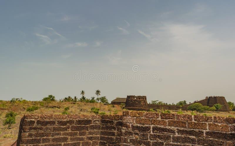 Bekal fortu ściany z kamiennymi teksturami widocznymi - zdjęcie royalty free