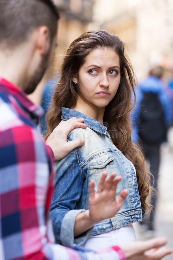 Bekant på gatan fotografering för bildbyråer