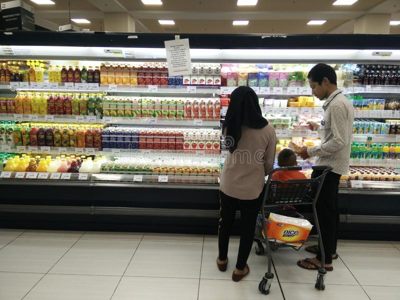 Bekasi, Java del oeste/Indonesia variedad del 10 de marzo de 2019 de producto fresco del jugo en un refrigerador en venta foto de archivo libre de regalías