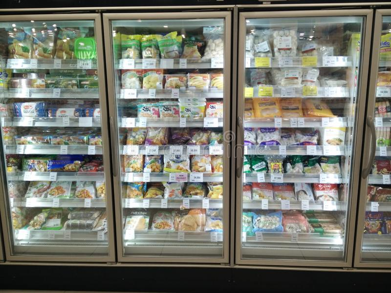 Bekasi, Java Indonesia 13 de abril de 2019 del oeste: Comida congelada en el supermercado imágenes de archivo libres de regalías