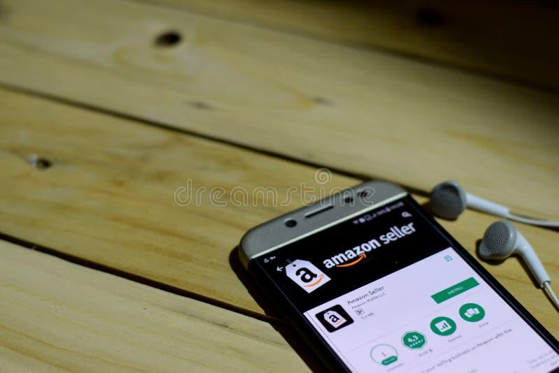 BEKASI, JAVA OCCIDENTAL, INDONÉSIE 26 JUIN 2018 : Vendeur d'Amazone par application de réalisateur de Google sur l'écran de Smart photographie stock