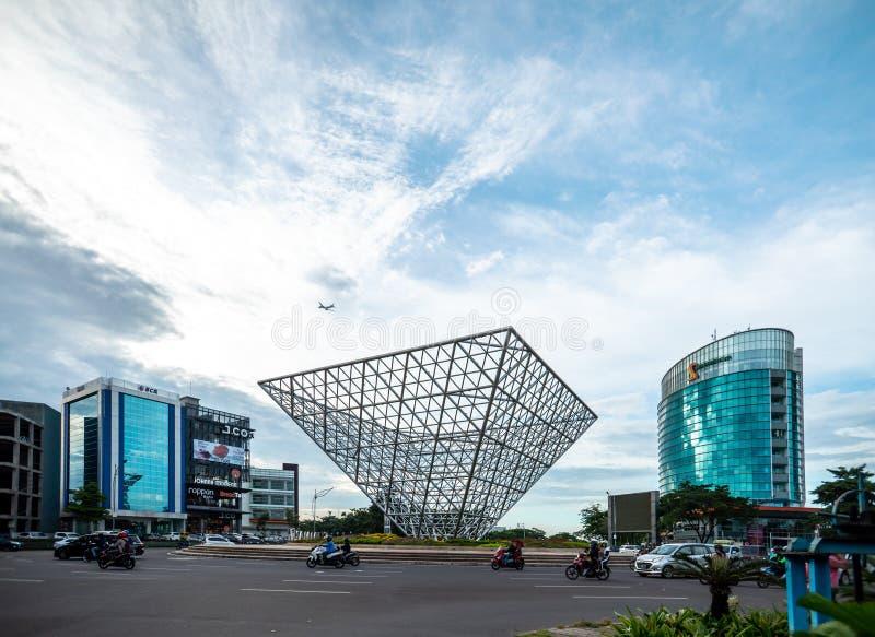 Bekasi 24 mars 2019: Genomskärning av gränsmärket av Summarecon arkivbilder