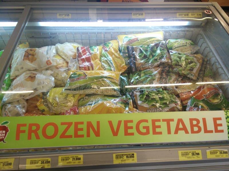 Bekasi västra Java/Indonesien April 28 2019: Djupfryst grönsak på supermarket royaltyfri bild