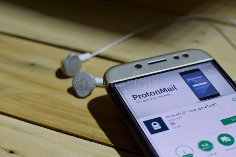 BEKASI VÄSTRA JAVA, INDONESIEN JULI 04, 2018: ProtonMail - kodad Emailbärare-applikation på den Smartphone skärmen ProtonMail - E arkivfoton