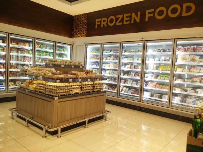Bekasi västra Java/Indonesien mars 10 2019: djupfryst mat på supermarket royaltyfri foto