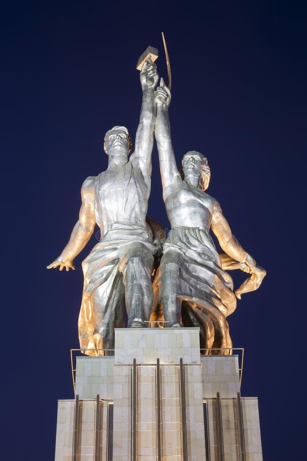 Bekende sovjetmonument Rabochiy en Kolkhoznitsa Worker and Farmer of sculptor Vera Mukhina, Moskou, Rusland stock fotografie