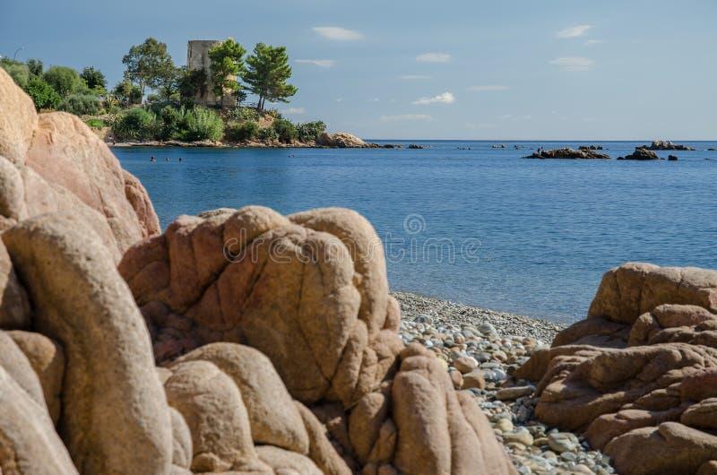 Bekiezeld strand, Santa Maria Navarrese, Sardinige royalty-vrije stock foto's