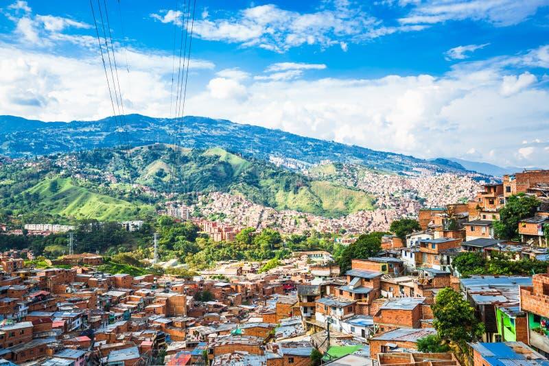 Bekijk de gebouwen en vallei van Comuna 13 in Medellin, Colombia stock afbeelding