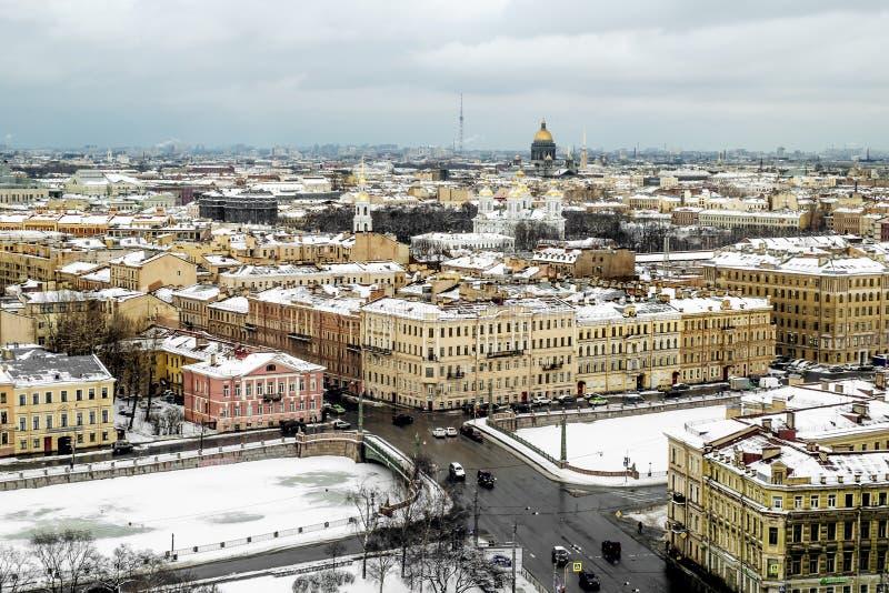 Bekijk de gezichten van de stad van een hoogte in St. Petersburg russ stock foto's