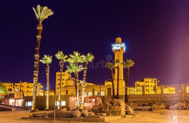 Bekijk de Nieuwe moskee van Luxor-tempel stock foto's