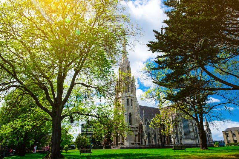Bekijk de St Joseph's Cathedral op een mooie dag, Dunedin, Nieuw-Zeeland royalty-vrije stock fotografie