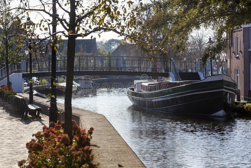 Bekijk een historische schaak en voetbrug in nostalgia Schipluiden royalty-vrije stock foto's