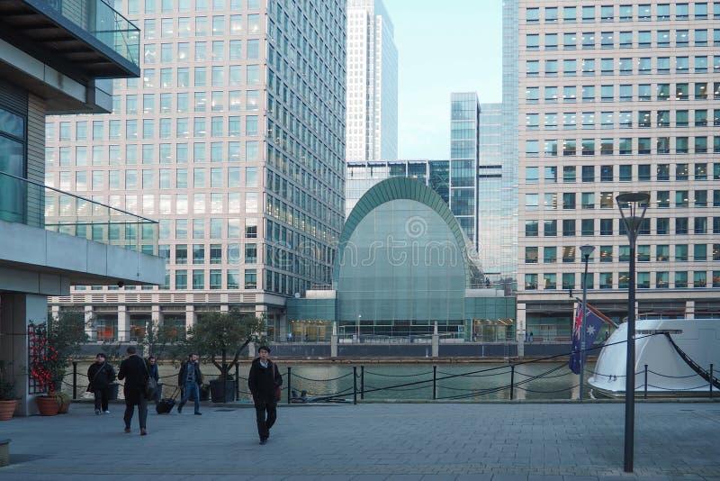 Bekijk het bedrijfsdistrict van Canary Wharf in de winter stock foto's