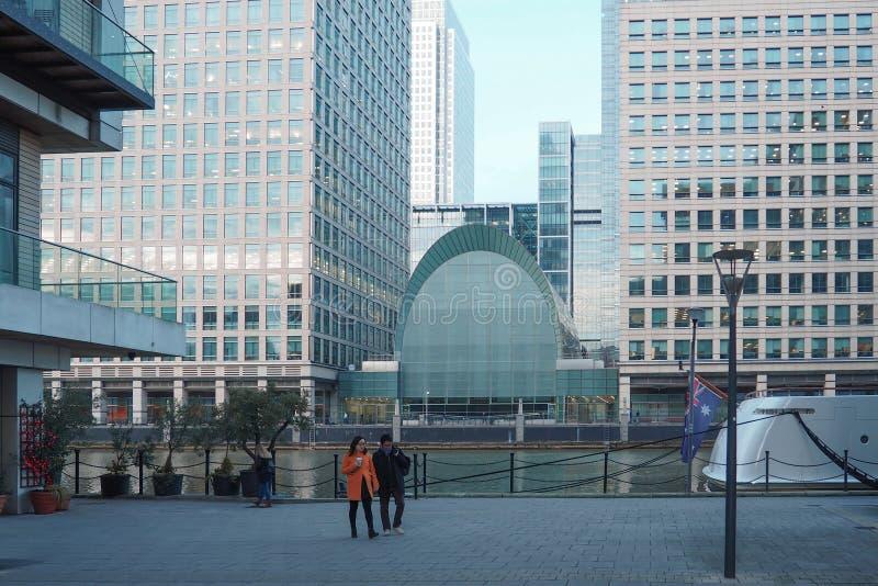 Bekijk het bedrijfsdistrict van Canary Wharf in de winter stock foto