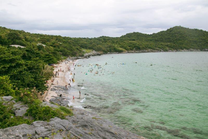Bekijkend het strand, de zomer. stock afbeeldingen