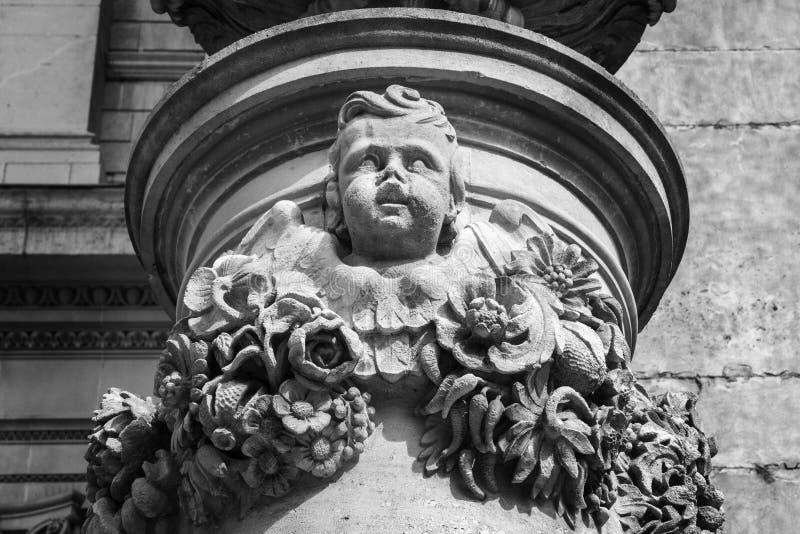 Bekijkend omhoog details van St Pauls Cathedral, Londen, Engeland, het UK, 20 Mei, 2017 royalty-vrije stock afbeelding