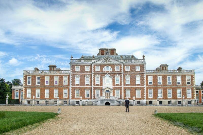 Bekläda facaden royaltyfria foton