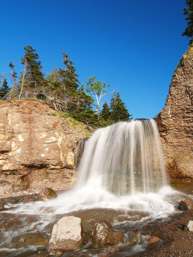 Bekläda vattenfallet arkivfoton