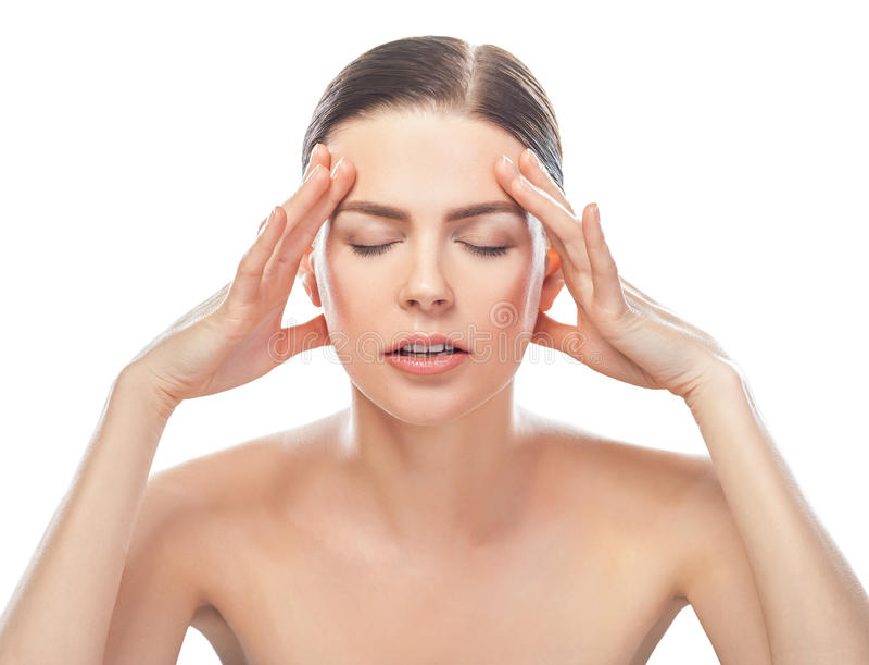 Beklemtoonde mooie vrouw die hoofdpijn hebben stock afbeelding