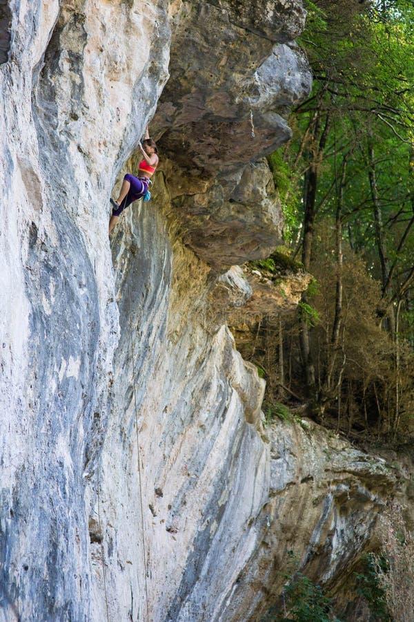 Beklimmend in Guamka, Rusland stock foto