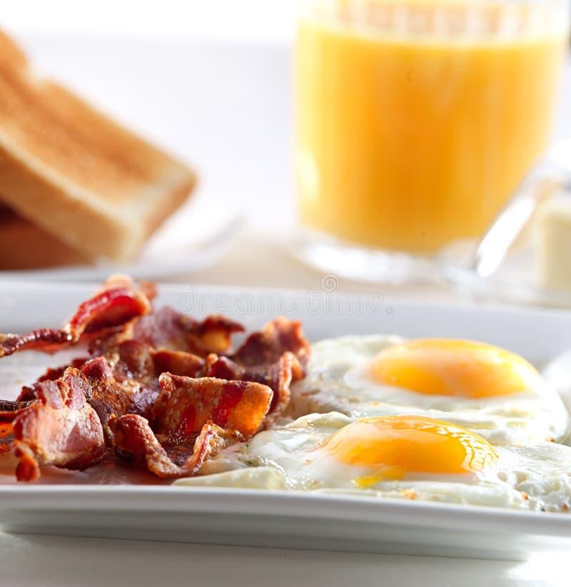 Bekon jajka i grzanki śniadanie, obraz stock