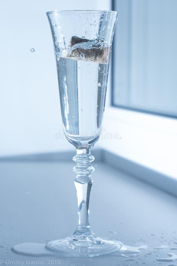 bekorken Sie in einem Glas 2 lizenzfreies stockbild