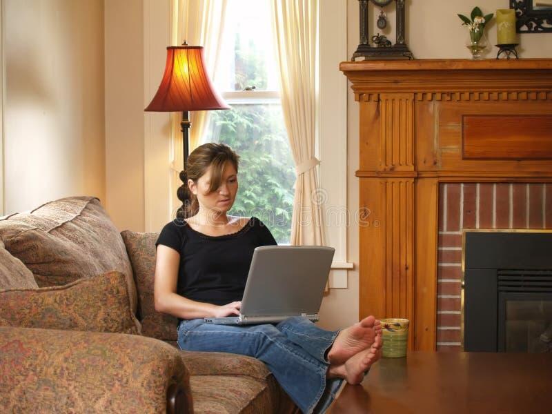 bekvämt hard home working royaltyfria foton