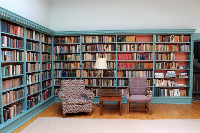 Bekvämt läs- område inom offentliga biblioteket, Oneida Community Mansion House, New York, 2018 arkivbilder