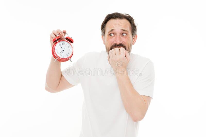 Bekymmer om tid Personligt schema och dagligt styre Ringklockamorgontid För grabbhåll för man skäggig mogen klocka arkivfoto