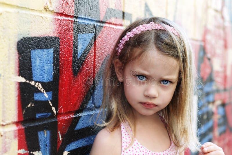 Lite stads- barn arkivfoton