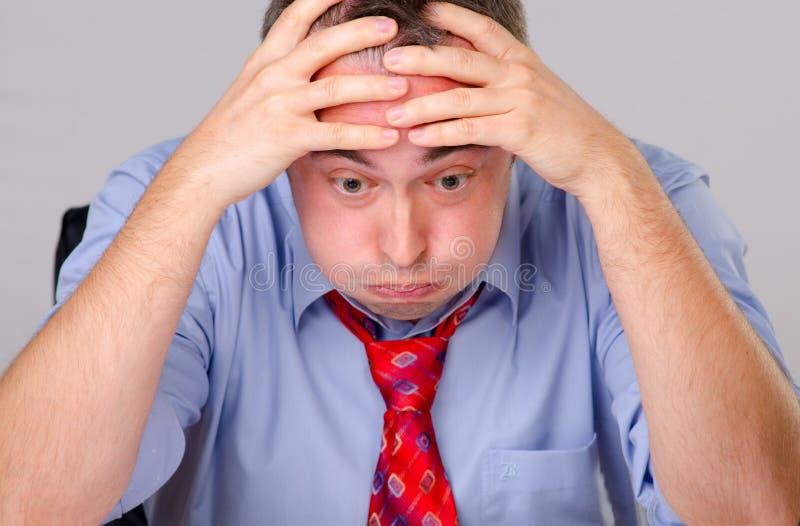 Bekymrad trött affärsman arkivfoto