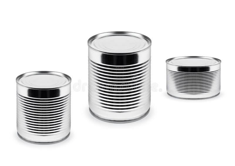 Belägga med metall cans av olik roominess som isoleras på vit arkivbilder