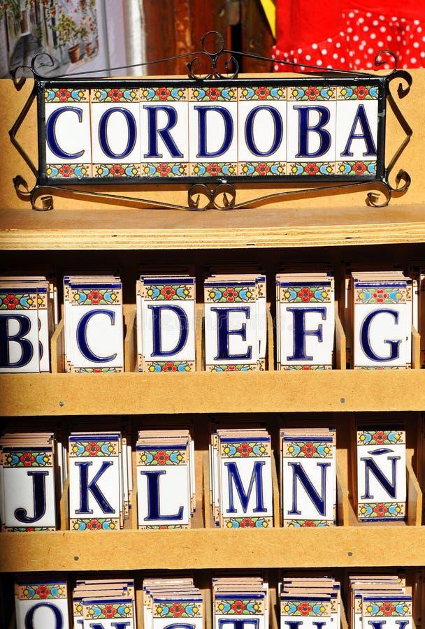 Belägga med tegel etiketten, hantverksouvenir i Cordoba, Spanien arkivbild