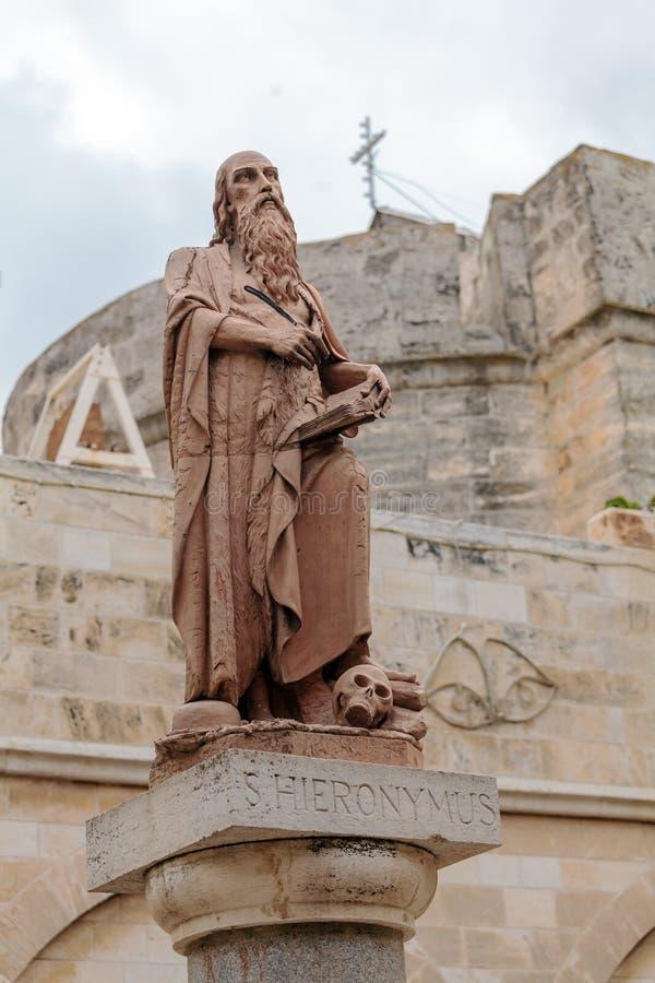 BELÉN, ISRAEL - 19 DE FEBRERO DE 2013: Monumento de St Jerome fotos de archivo