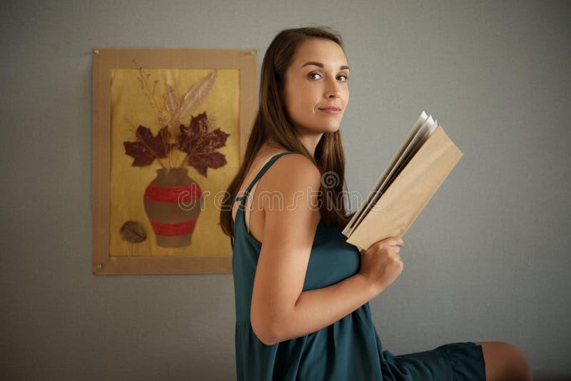 Bel amoureux des livres photo stock