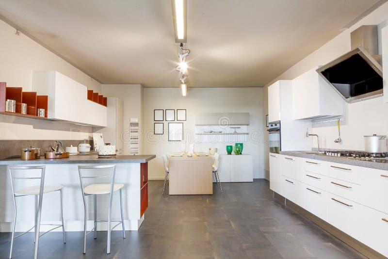 Bel appartement moderne dans la nouvelle maison de luxe image libre de droits