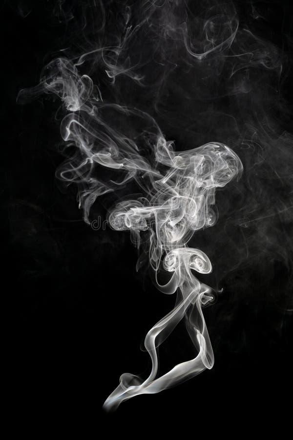 Bel art abstrait, fumée blanche sur un fond noir photo stock